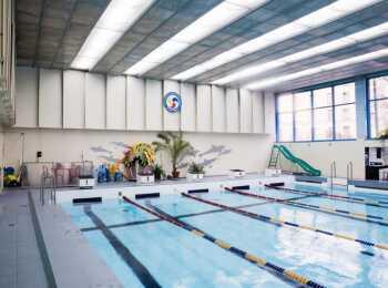 Собственный бассейн в жилом комплексе Петроградец